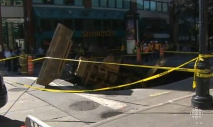 A screenshot of a CBC video shows the Montreal sinkhole.
