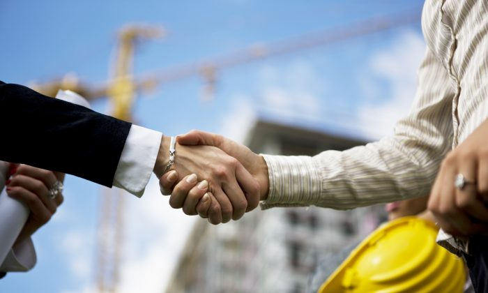 Finding a good, reliable and affordable contractor is worth taking time to accomplish. (webphotographeer/Photos.com)