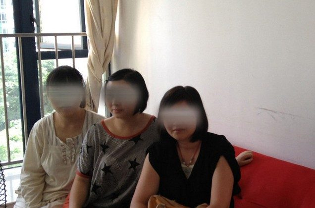 Three women are waiting to provide human milk for adult customers. (Weibo.com)