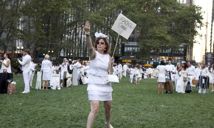 Dîner en Blanc, a global phenomenon marked its 25th anniversary in Bryant Park in New York, Sept. 18, 2013. The event draws together hundreds of foodies dressed all in white who gather at a secret location, revealed moments prior, to have dinner. Dîner en Blanc attracts more than 12,000 people each year in 40 cities across five continents. (Samira Bouaou/Epoch Times)