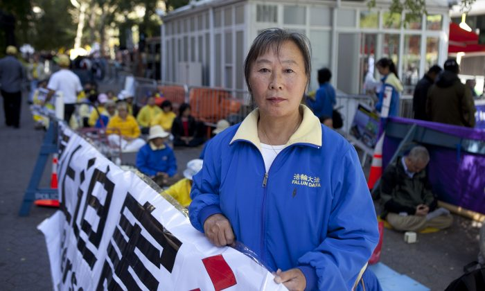 Falun Gong practitioner Yu Zhenjie protests at Dag Hammarskjold Plaza in New York City during the United Nations General Assembly plenary meetings, Sept. 24, 2013. (Samira Bouaou/Epoch Times)