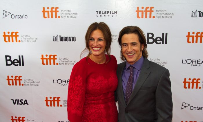 """Julia Roberts and Dermot Mulroney at the premiere of """"August: Osage County"""" on Sept. 9. The two also starred in the 1997 hit """"My Best Friend's Wedding."""" (Eric Sun/Epoch Times)"""