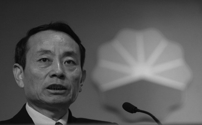 Jiang Jiemin, former chairman of PetroChina Co. Ltd. speaks at a press conference in Hong Kong, Aug. 23, 2006. (Antony Dickson/AFP/Getty Images)
