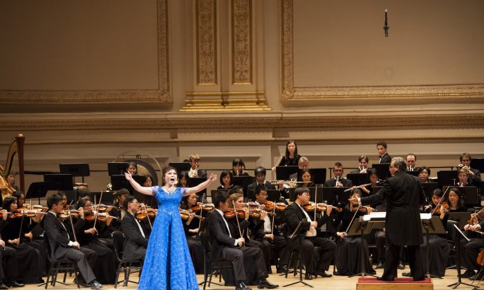 """Shen Yun soprano Haolan Geng sings """"The Purpose of Life"""" at Carnegie Hall on Oct. 28, 2012, as part of the Shen Yun Symphony Orchestra's debut at the famed concert venue. (Dai Bing/NTD Television)"""