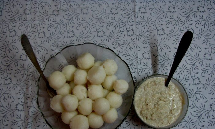 Kadamputtu (Steamed Semolina Balls) are traditionally served with Coconut chutney or flavored coconut sauces. (Epoch Times)