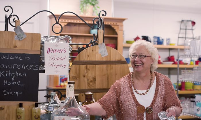 Jo Haehl, home wares manager at Weaver's Department Store in Lawrence, Kan., is an expert in retail advice. (Cat Rooney/Epoch Times)