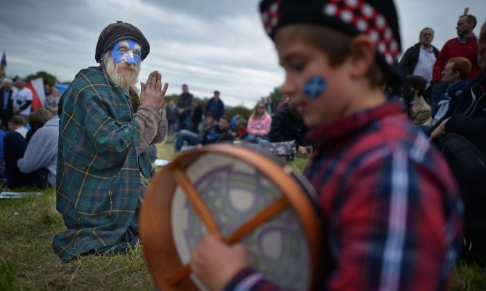 Thousands of pro-independence campaigners attend a rally on Calton Hill in Edinburgh, Scotland, on Sept. 21, 2013. The rally is the second of three large marches held in the run up to next year's referendum for Scottish Independence. (Jeff J Mitchell/Getty Images)