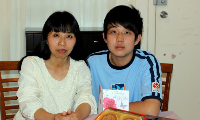 On Mid-Autumn Festival, Liu Chunli and her 15-year-old son Jia Mingzhen prepared a box of mooncake and a card for her husband Jia Ye, who is in a Chinese prison. They hope one day the family can celebrate the Mid-Autumn festival together. (Epoch Times)