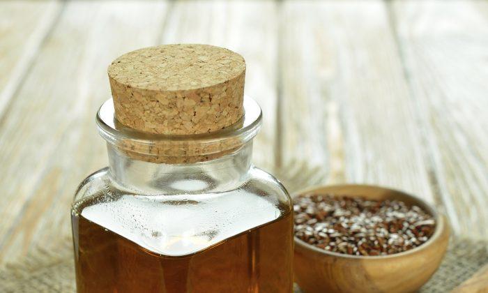 Use a small amount of flax oil on salads. (olvas/ Photos.com)