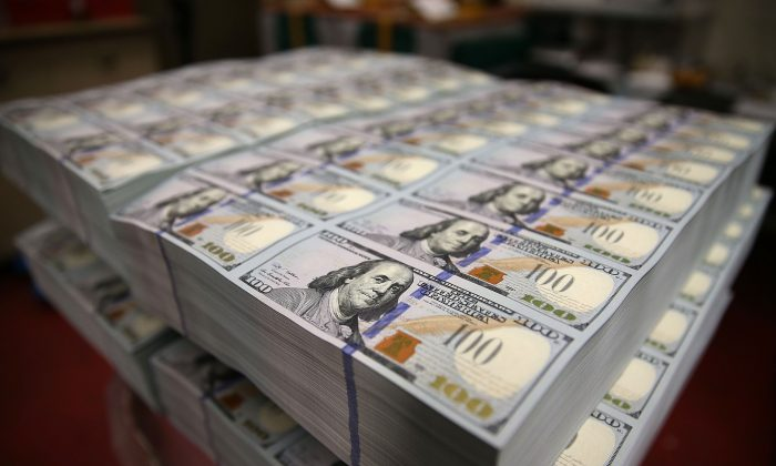 Newly redesigned $100 notes lay in stacks at the Bureau of Engraving and Printing, in Washington, D.C., on May 20, 2013. (Mark Wilson/Getty Images)