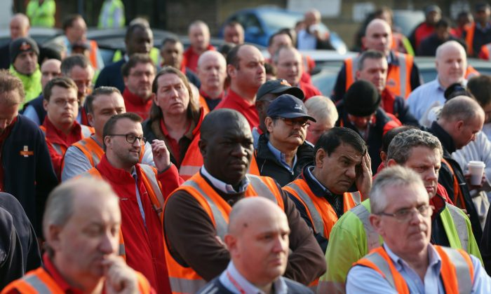 Royal Mail employees attend a rally organised by the Communication Workers Union (CWU) outside Mount Pleasant sorting office on October 15, 2013 in London, England. (Oli Scarff/Getty Images)