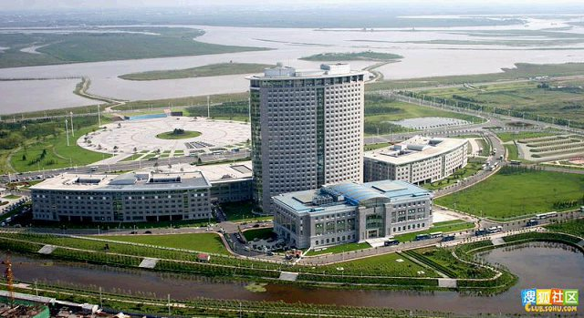 This government building in the city of Harbin, Heilongjiang Province, cost 1.8 billion yuan ($294 million) to construct. (Screenshot from post on 360doc.com, a mainland website)