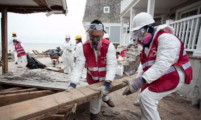 Volunteers cleaning up damage from Superstorm Sandy in the Rockaways, New York City, on Jan. 21.  2013. (Samira Bouaou/Epoch Times)