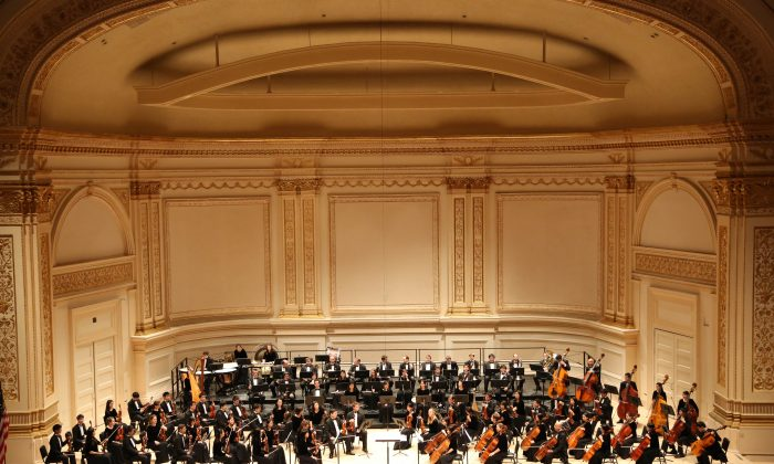 The Shen Yun Symphony Orchestra at Carnegie Hall, in New York on Oct. 5, 2013. (Christian Watjen/Epoch Times)