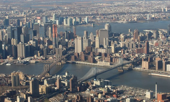 The Brooklyn Bridge (L) and the Manhattan Bridge (R) along with lower Manhattan, Dec. 15, 2009 in New York. (Bruce Bennett/Getty Images)
