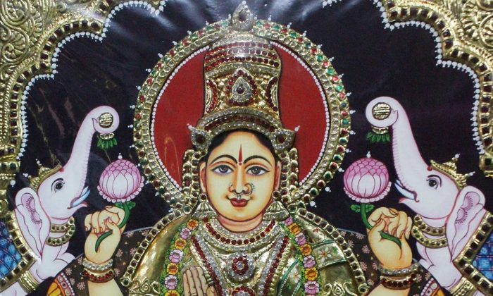 Hindu goddess done in Tanjore painting style by V. Panneer Selvam. This traditional painting style generally portrays Hindu gods, saints, and stories from mythology. (Venus Upadhayaya/Epoch Times)