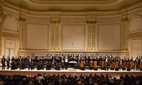 Fine Art Dealer Loves Shen Yun Symphony Orchestra