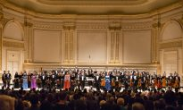 Novelist Moved by the Music of Shen Yun Symphony Orchestra