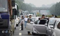 19 Hurt in 34-Vehicle Pileup on China's National Day