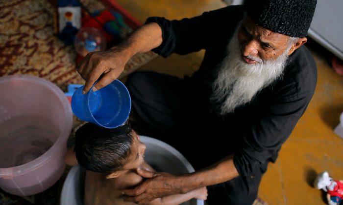 "Pakistani philanthropist and humanitarian Abdul Sattar Edhi in a scene from ""These Birds Walk,"" a documentary by Omar Mullick and Bassam Tariq. (Image courtesy of Oscilloscope Laboratories.)"