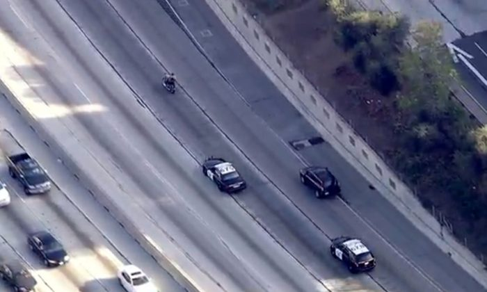 Motorcycle Chase: Police Pursue Suspect in Los Angeles on