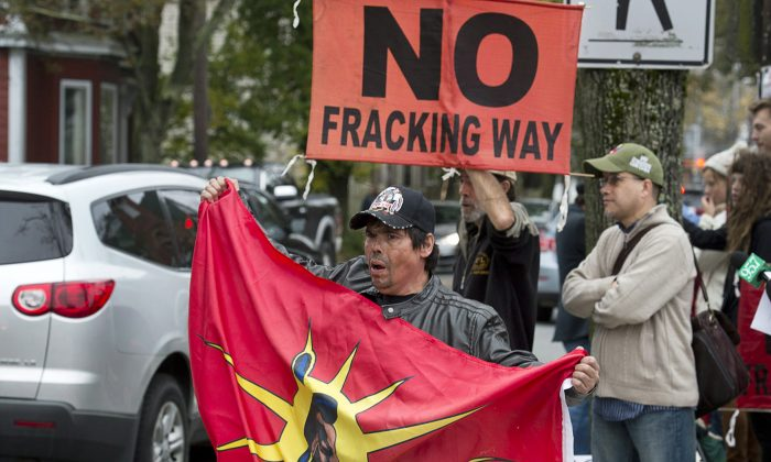 Demonstrators rally in Halifax on Oct.18, 2013, against possible plans to proceed with shale gas development in eastern New Brunswick. Energy union Unifor is calling for a national moratorium on fracking given the wide-ranging health and environmental concerns around the technology. (The Canadian Press/Andrew Vaughan)