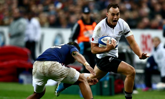 All Black fullback Israel Dagg tries to avoid the tackle of outstanding France inside-centre Wesley Fofana at Stade de France in Paris on Nov 9, 2013. (Phil Walter/Getty Images)