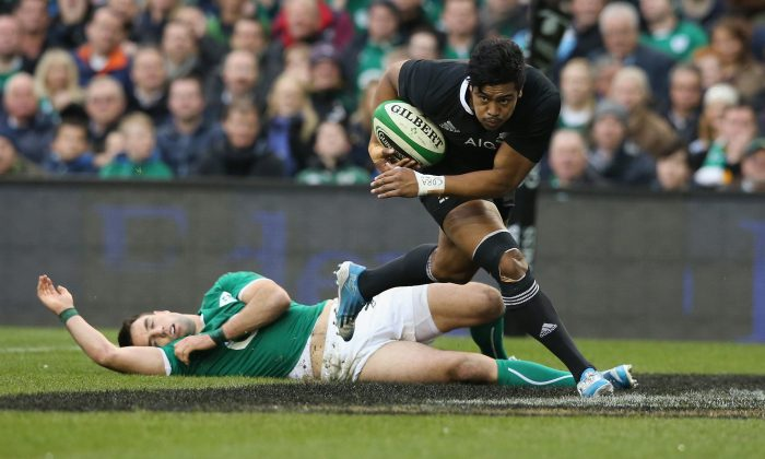 All Black winger Julian Savea about to score against Ireland at the Aviva Stadium on Nov 24, 2013 in Dublin. (David Rogers/Getty Images)