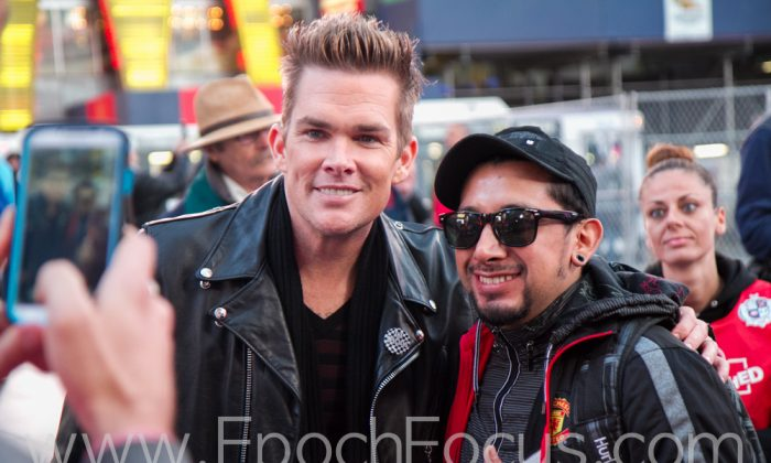 Singer and TV personality Mark McGrath, poses with a fan at tru TV's Guinness World Records Unleashed in New York City on Nov. 6, 2013. (Benjamin Chasteen/Epoch Times)
