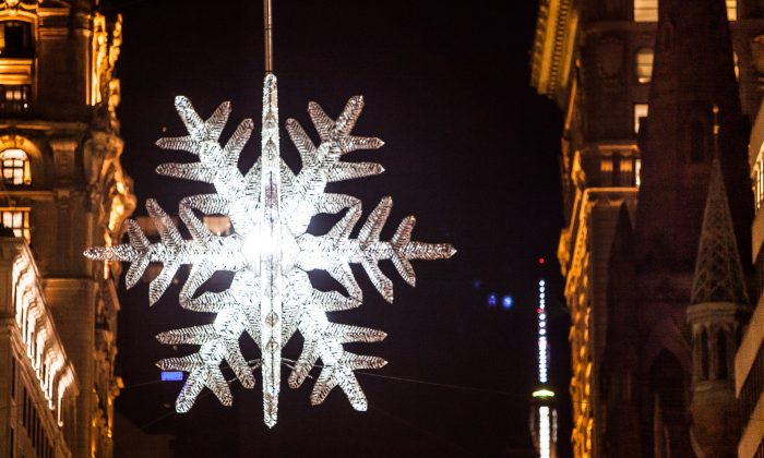 The UNICEF Snowflake at the intersection of Fifth Avenue and 57th Street, New York, Nov. 15, 2013. (Petr Svab/Epoch Times)