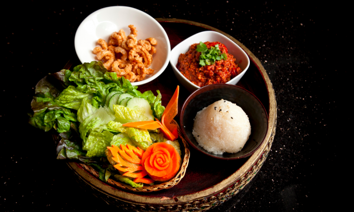 Nam Prik Ong, a chili dip of ground pork, onion, and tomatoes. (Samira Bouaou/Epoch Times)