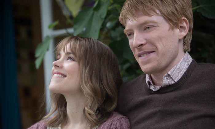 "Mary (Rachel McAdams) and Tim (Domhnall Gleeson) in ""About Time,"" the new comedy about love and time travel from writer/director Richard Curtis, which discovers that, in the end, making the most of life may not need time travel at all. (Murray Close © 2013 Universal Studios)"