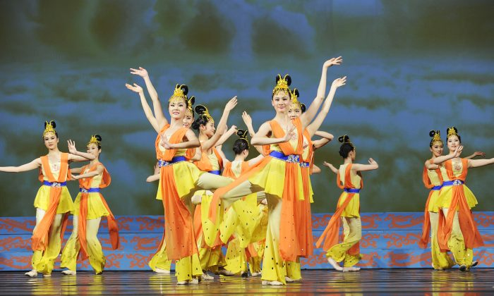 Shen Yun dancers perform on stage. Classical Chinese dance carries the essence of the Middle Kingdom's 5,000-year-old culture. (Shen Yun Performing Arts)