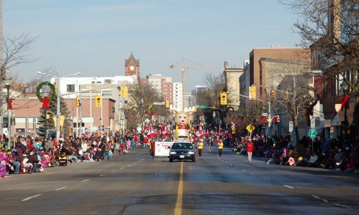 Kitchener-Waterloo Santa Claus Parade 2013 (Epoch Times)
