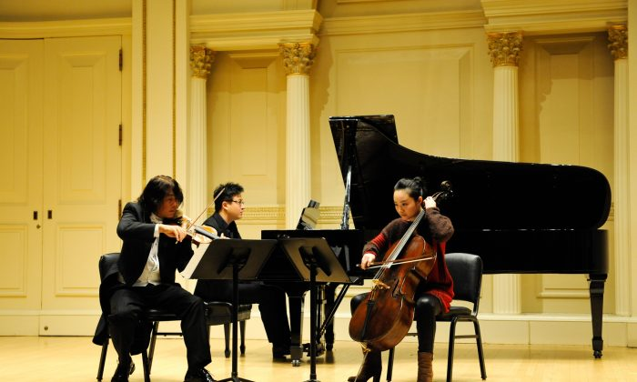 Piazzolla Trio: (L–R) Violinist Jie Yang, pianist Xixi Zhou, and cellist Ying-Jun Wei close Carnegie Shining Stars Debuts concert Sunday, Nov. 24 at Weill Recital Hall. (Nanette Melville)