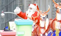 Toronto Santa Claus Parade 2013 (Photo Gallery)