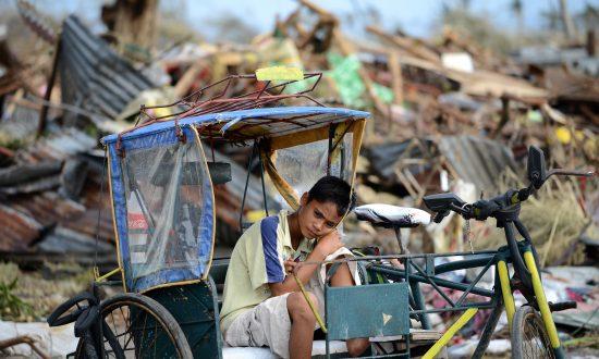 Typhoon Yolanda Latest Update: Survivors Looking to Escape; Death Toll Lowered