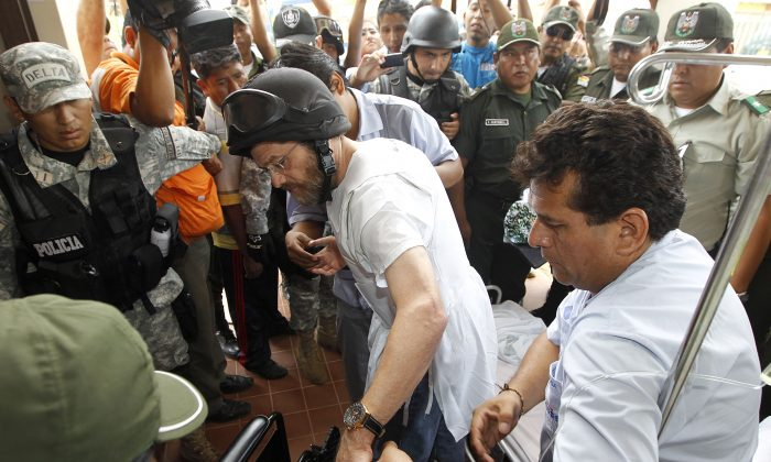 US entrepeneur Jacob Ostreicher (C) is aided onto a wheelchair while exiting a court hearing where the judge granted his liberty in Santa Cruz, Bolivia on December 18, 2012. (STR/AFP/Getty Images)