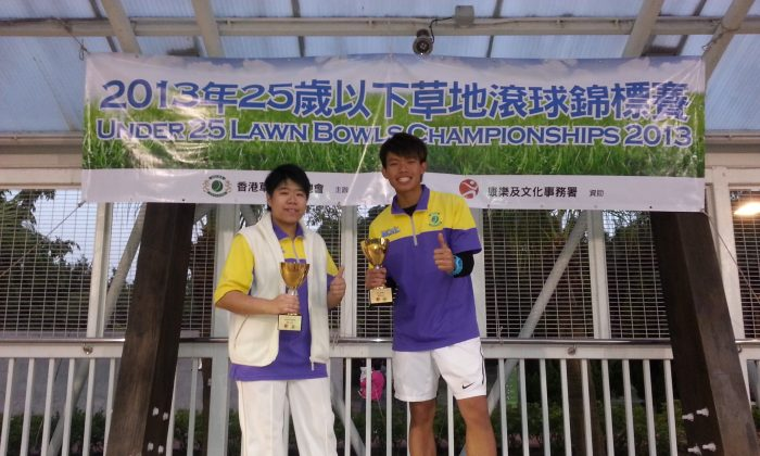 Simpson Chang (right) and Vivian Yip proudly display their first junior trophy, after winning the U-25 Singles last Sunday, Nov 1, 2013. (Howard Poon)