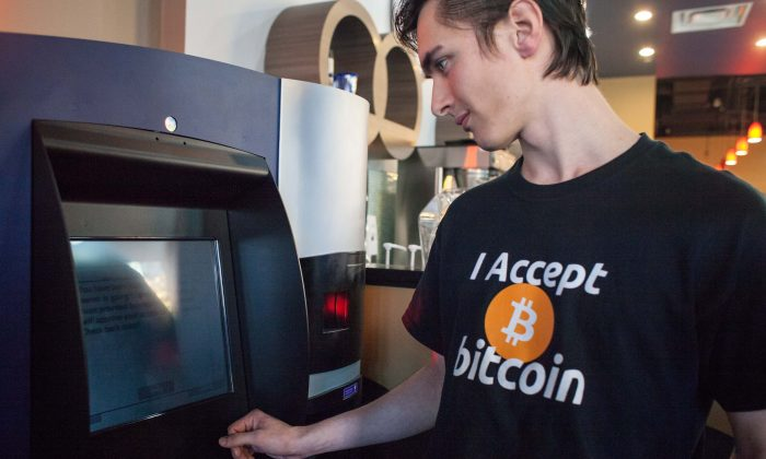 Gabriel Scheare uses the world's first bitcoin ATM on October 29, 2013 at Waves Coffee House in Vancouver, British Columbia. (David Ryder/Getty Images)