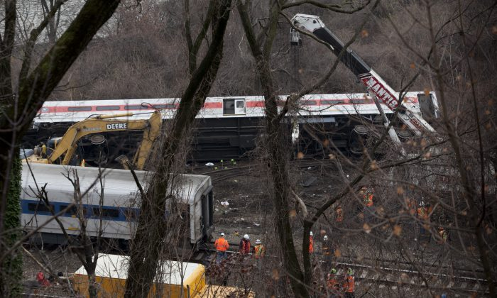 Cars of the derailed Metro-North train in the Bronx, New York, Dec. 2, 2013. (Samira Bouaou/Epoch Times)