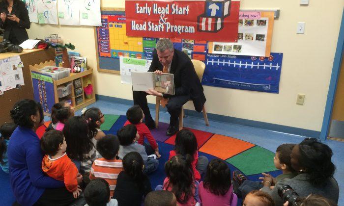 Bill de Blasio reads to pre-k children at the Northside Center for Child Development in Harlem, New York, on Dec. 3, 2013. (Kristen Meriwether/Epoch Times)