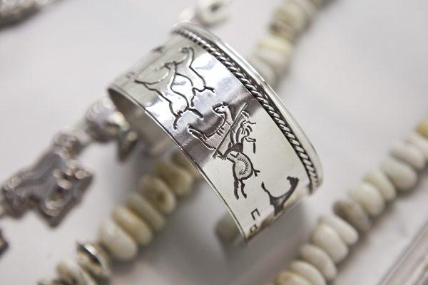 https://img.theepochtimes.com/assets/uploads/2013/12/20131206-jewelry-SamiraBouaou-5772-600x400.jpg