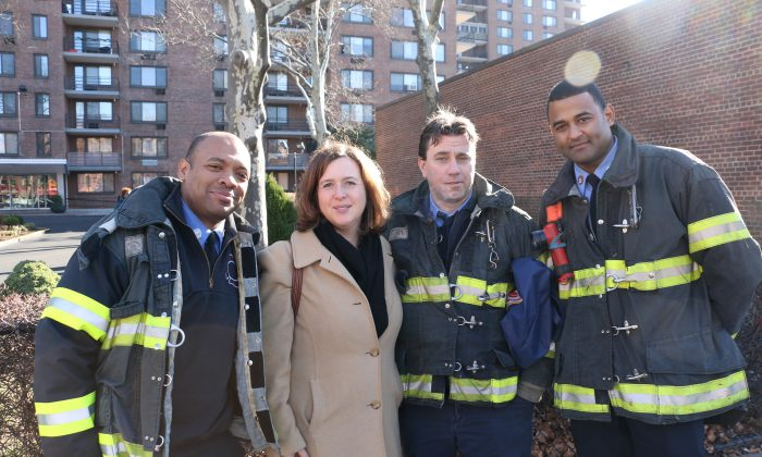 (L-R) Firefighter Daniel Glover, Citymeals-on-Wheels Executive Director Beth Shapiro, firefighters Bryan Norton and Abel Gonzalez on Dec. 24. (Allen Xie)