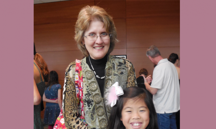 Author Lyndy Edwards and her daughter saw Shen Yun Performing Arts' 2013 season and loved it so much that they jumped at the chance to see the 2014 performance at The Long Center for the Performing Arts, in Austin on Dec. 29. (Stacy Chen/Epoch Times)