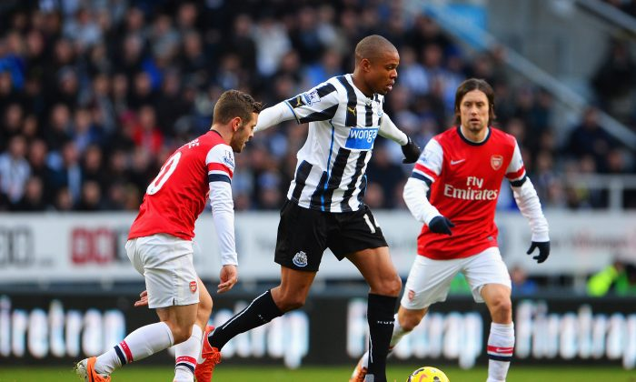 Loic Remy of Newcastle United is closed down by Jack Wilshere (L) and Tomas Rosicky of Arsenal during the Barclays Premier League match between Newcastle United and Arsenal at St James' Park on December 29, 2013 in Newcastle upon Tyne, England. (Michael Regan/Getty Images)