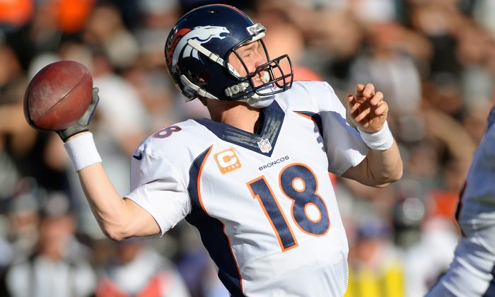 Peyton Manning #18 of the Denver Broncos drops back to pass against the Oakland Raiders during the second quarter at O.co Coliseum on December 29, 2013 in Oakland, California. (Photo by Thearon W. Henderson/Getty Images)