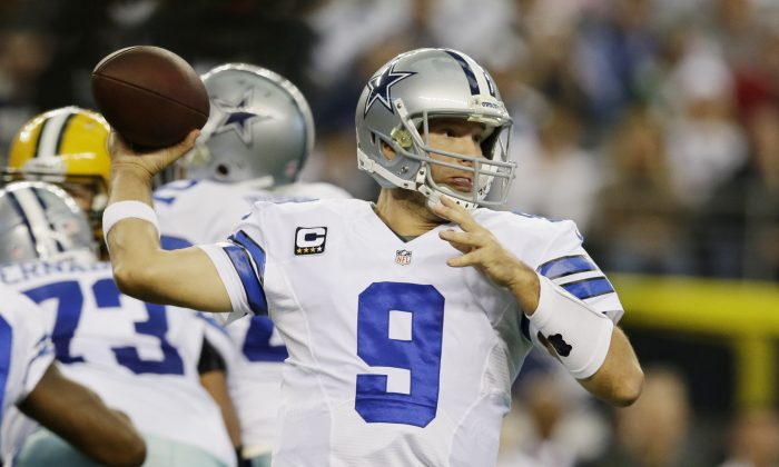 Dallas Cowboys quarterback Tony Romo (9) passes the ball during the first half or an NFL football game against the Green Bay Packers, Sunday, Dec. 15, 2013, in Arlington, Texas. (AP Photo/Tony Gutierrez)