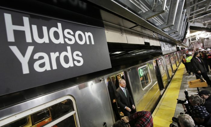 Mayor Michael Bloomberg steps from the 7 subway train into a news conference on the platform to discuss the extension of the line in New York on Dec. 20, 2013. (Mark Lennihan/AP)