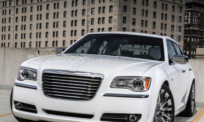 Chrysler 300 (Courtesy of NetCarShow.com)